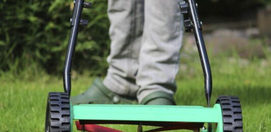 how to change lawn mower blade